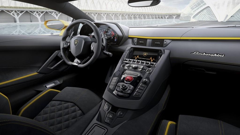 Lamborghini-Aventador-S interior
