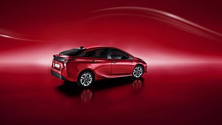 Toyota-Prius-2017-zaga