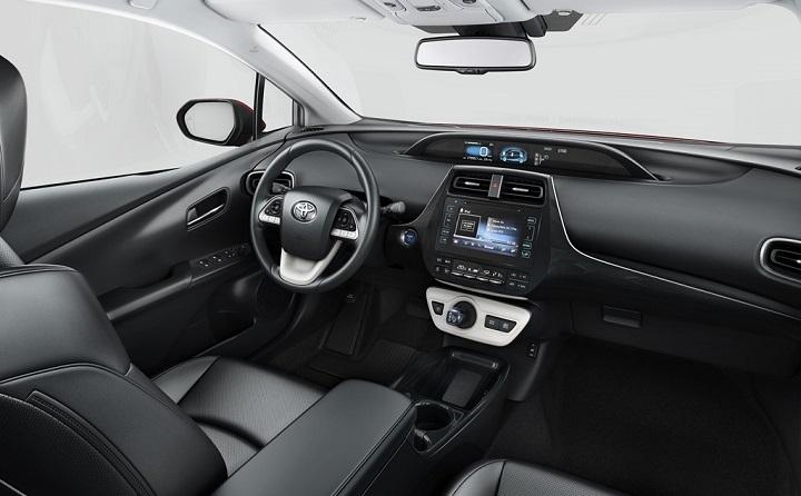 Toyota-Prius-2017-interior