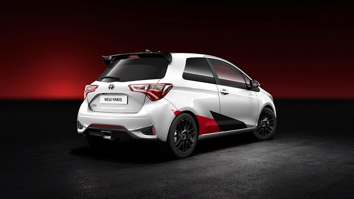 Toyota-Yaris-Sport-zaga
