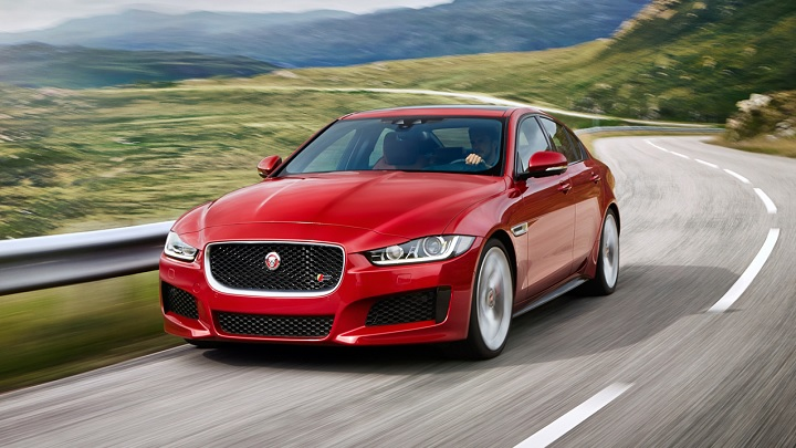 Jaguar-XE-rojo
