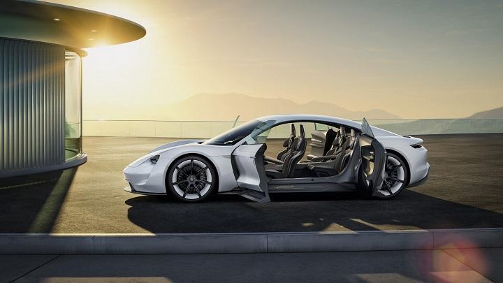 Porsche-Mission-E-puertas-abiertas