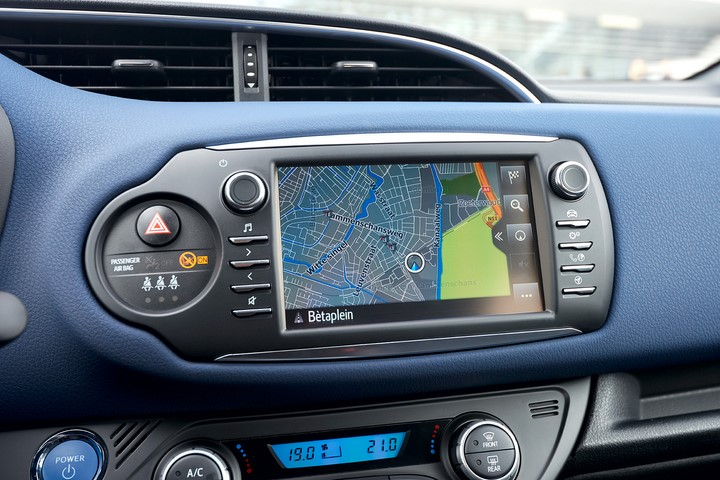 Toyota-Yaris-2017-pantalla