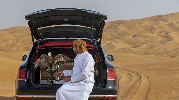 Bentley-Bentayga-Falconry