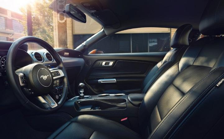 Mustang-GT-V8-interior