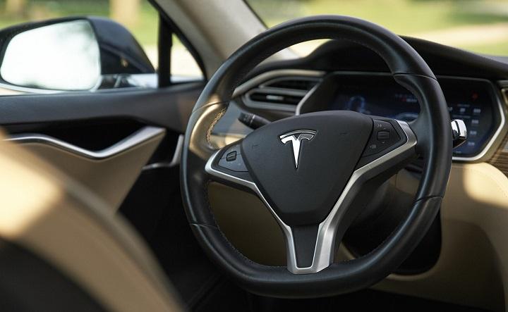 Tesla-Model-3-volante