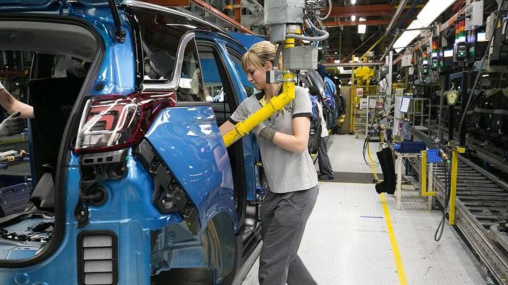 trabajadora-Opel-Figueruelas