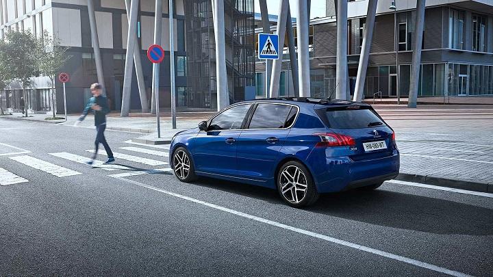 Peugeot-308-en-ciudad