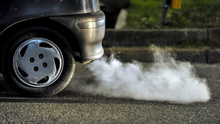 coche-contaminando