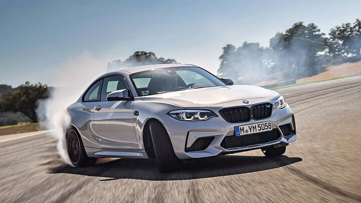 BMW-M2-Competition-derrapando